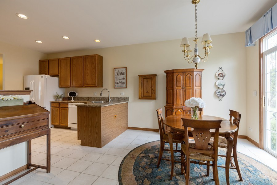 Real Estate Photography - 399 longfield lane, Grayslake, IL, 60030 - Kitchen / Breakfast Room