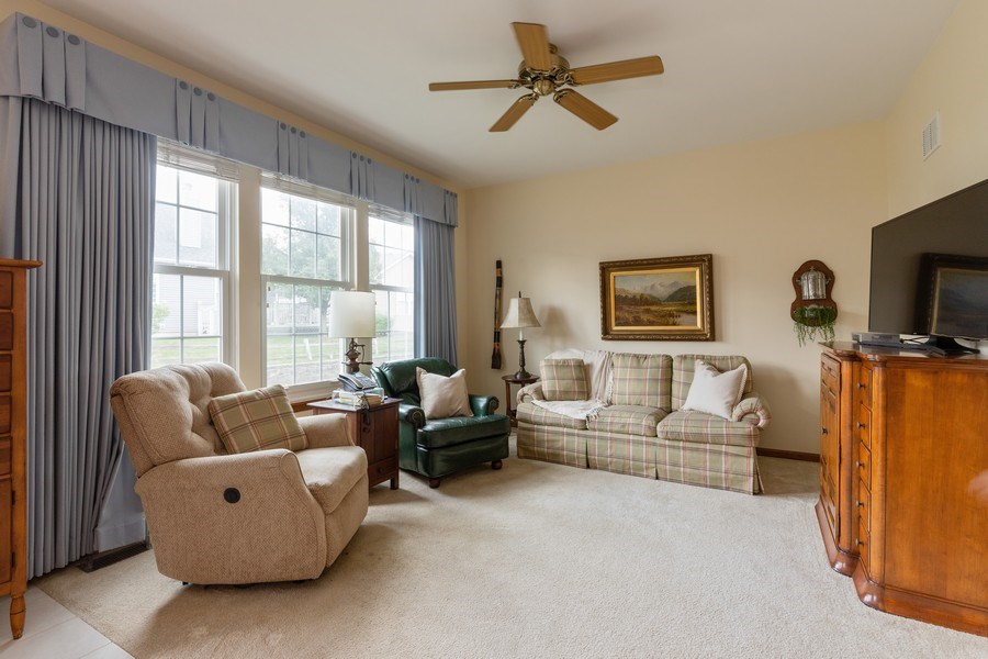 Real Estate Photography - 399 longfield lane, Grayslake, IL, 60030 - Family Room