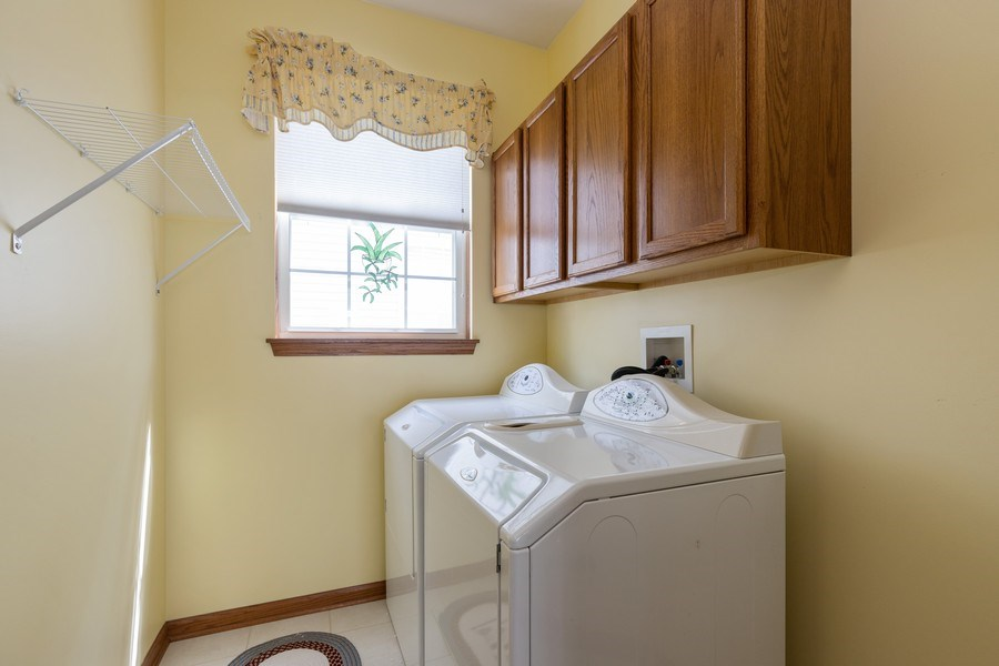 Real Estate Photography - 399 longfield lane, Grayslake, IL, 60030 - Laundry Room