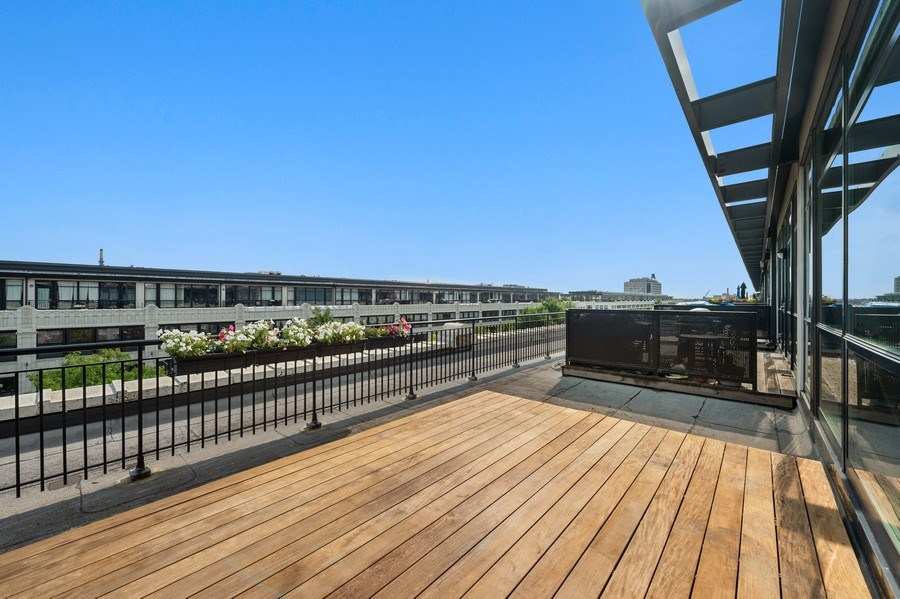 Real Estate Photography - 1070 W. 15th Street, Unit 345, Chicago, IL, 60608 - Deck