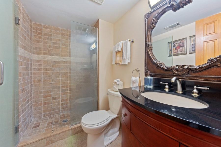 Real Estate Photography - 4 s princeton ct, arlington heights, IL, 60005 - 4th Bathroom