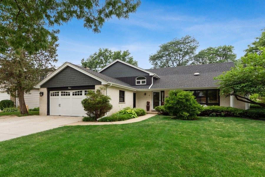 Real Estate Photography - 4 s princeton ct, arlington heights, IL, 60005 - Front View