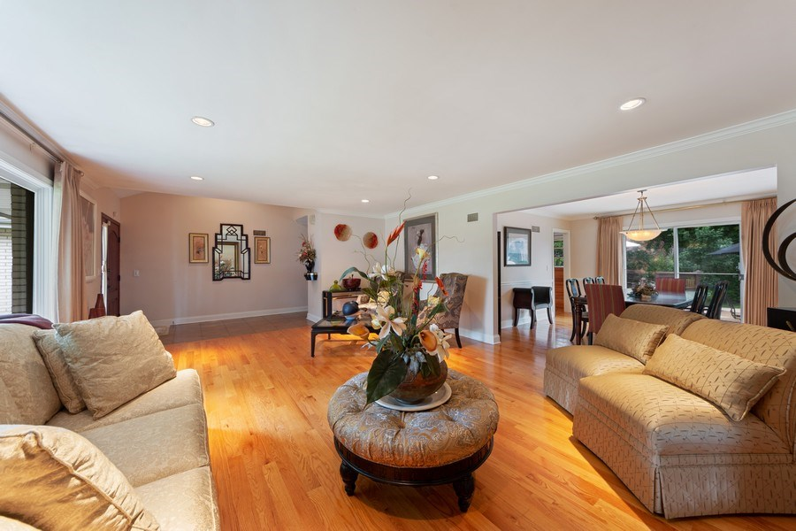 Real Estate Photography - 4 s princeton ct, arlington heights, IL, 60005 - Living Room / Dining Room