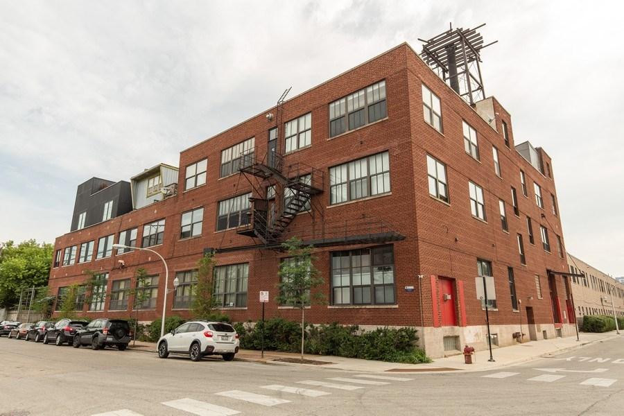 Real Estate Photography - 407 N. Elizabeth St Unit 104, Chicago, IL, 60642 - Front View