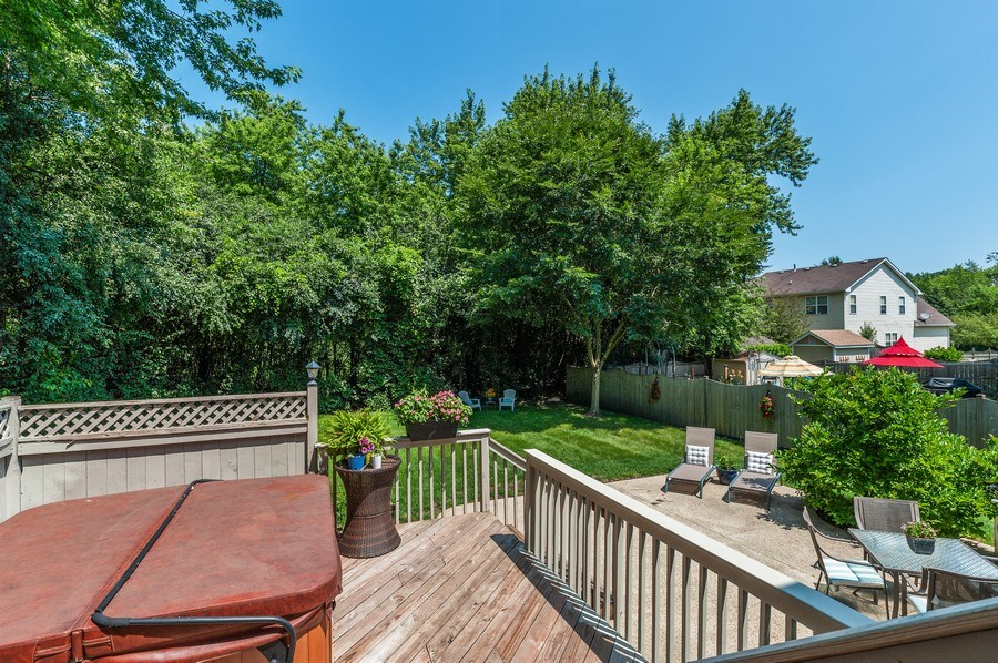 Real Estate Photography - 410 Jackson, Grayslake, IL, 60030 - Deck