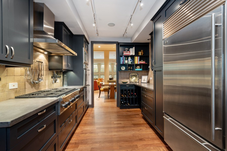 Real Estate Photography - 3101 N. Seminary C, Chicago, IL, 60657 - Kitchen