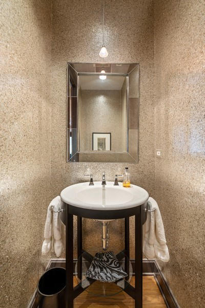 Real Estate Photography - 3101 N. Seminary C, Chicago, IL, 60657 - Bathroom