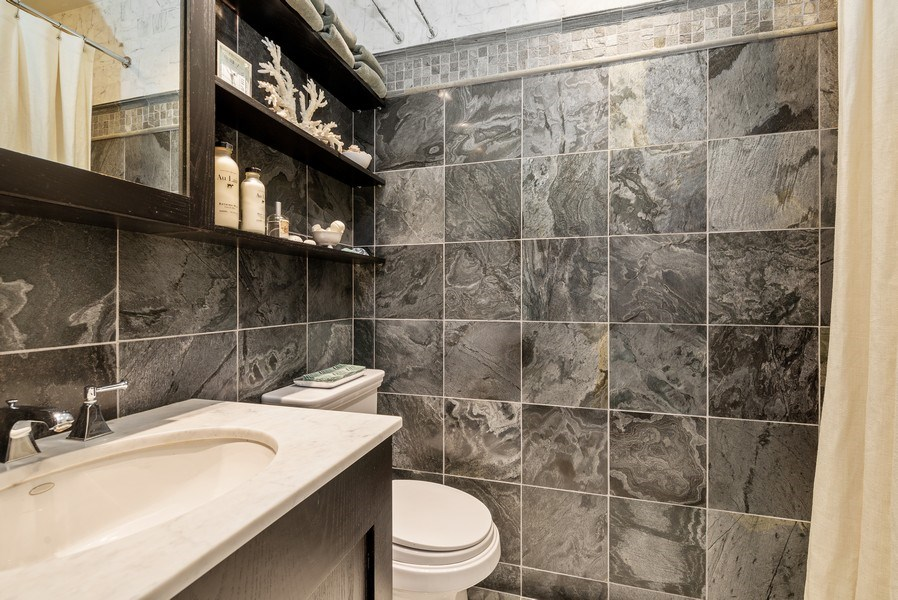 Real Estate Photography - 3101 N. Seminary C, Chicago, IL, 60657 - 2nd Bathroom