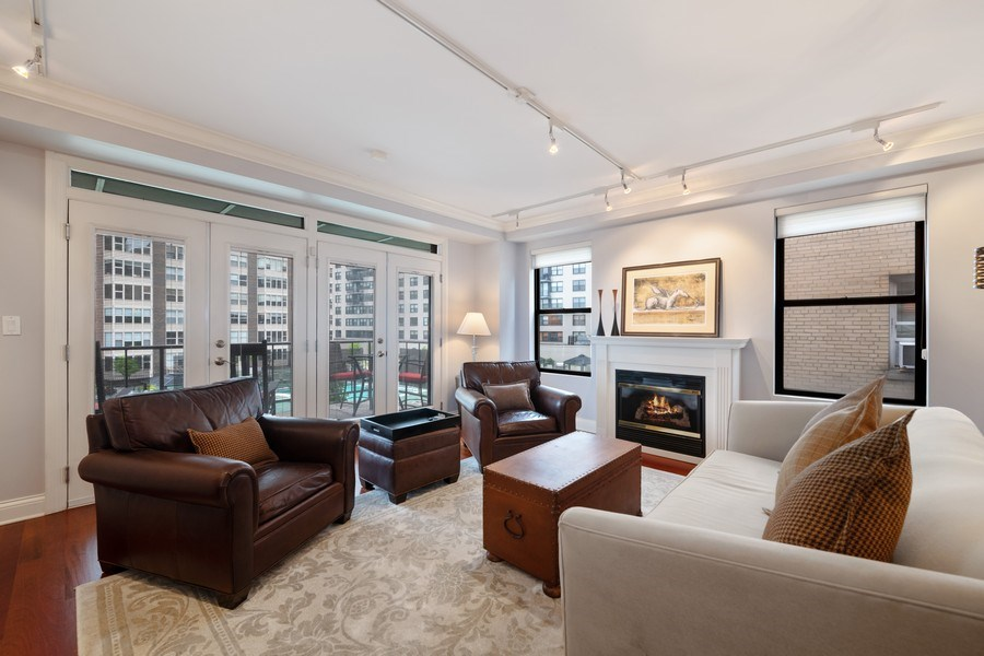 Real Estate Photography - 506 W Roscoe, #302, Chicago, IL, 60657 - Living Room
