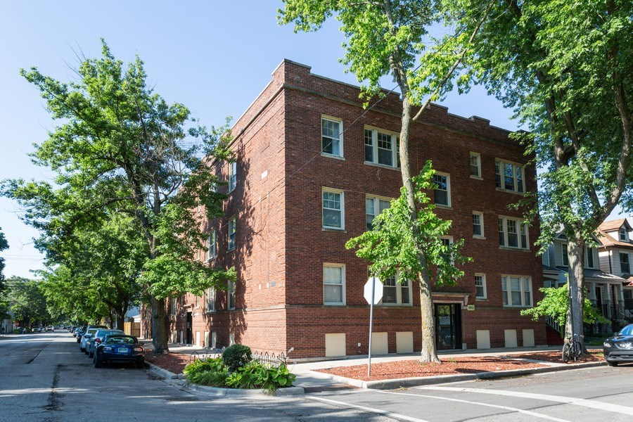 Real Estate Photography - 1903 W. Newport Ave, 3, Chicago, IL, 60657 - Front View