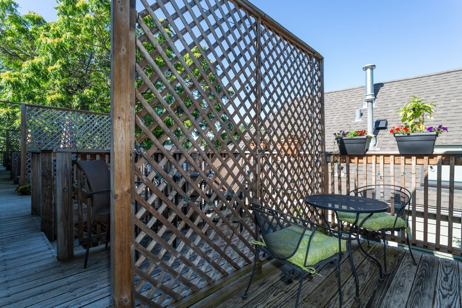 Real Estate Photography - 1903 W. Newport Ave, 3, Chicago, IL, 60657 - Deck