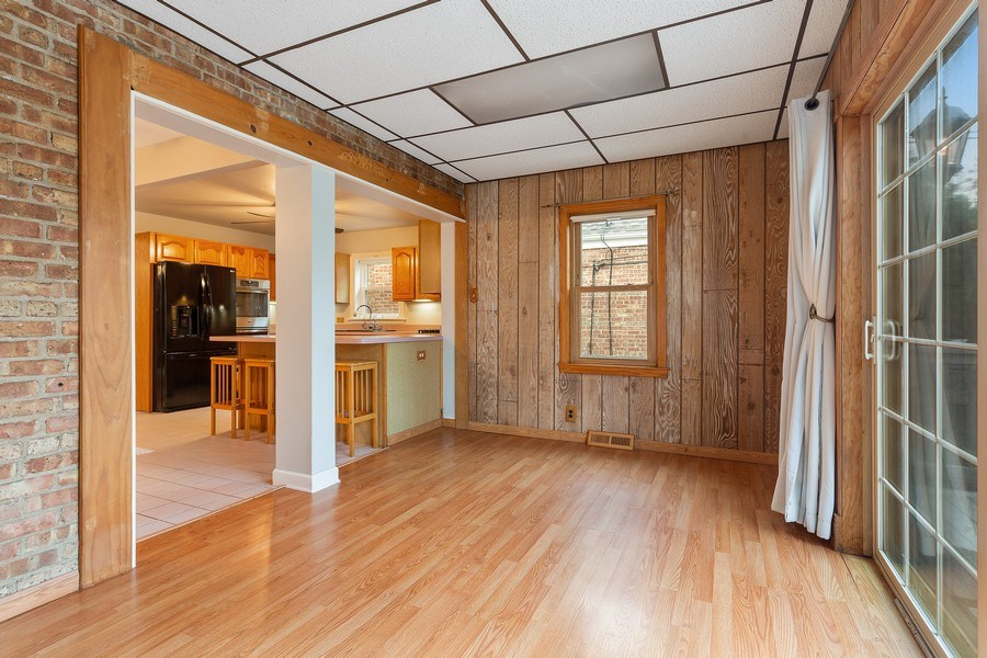 Real Estate Photography - 5405 W Hutchinson St, Chicago, IL, 60641 - Sunroom