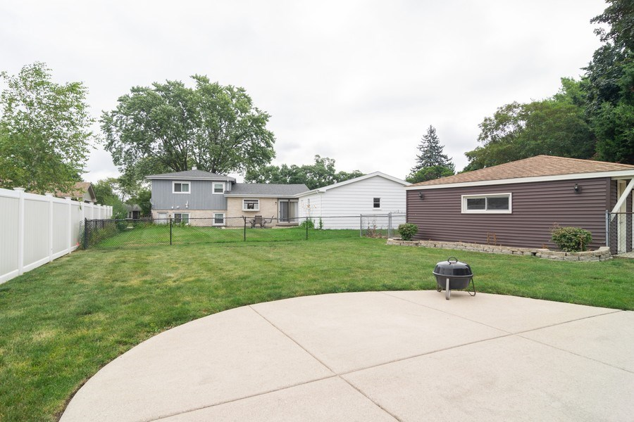 Real Estate Photography - 431 N Regal Ct., Addison, IL, 60101 - Back Yard