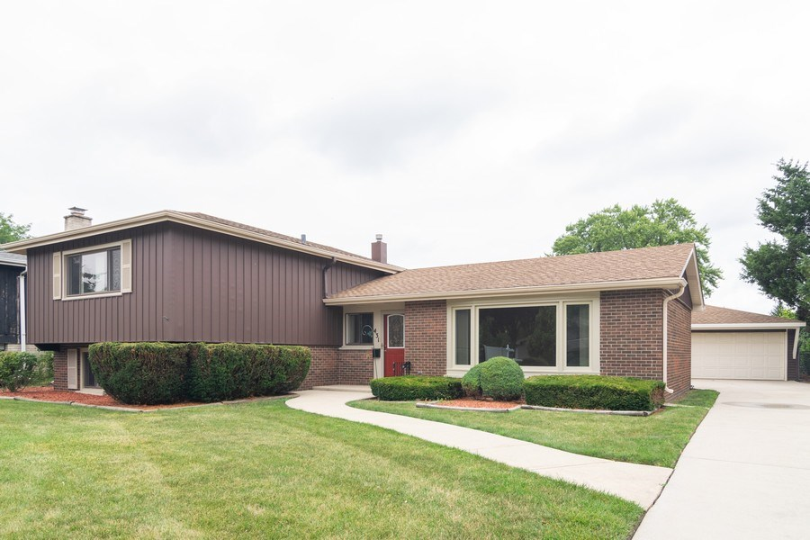 Real Estate Photography - 431 N Regal Ct., Addison, IL, 60101 - Front View