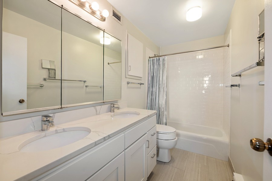 Real Estate Photography - 6033 N. Sheridan, #32D, Chicago, IL, 60660 - Master Bathroom