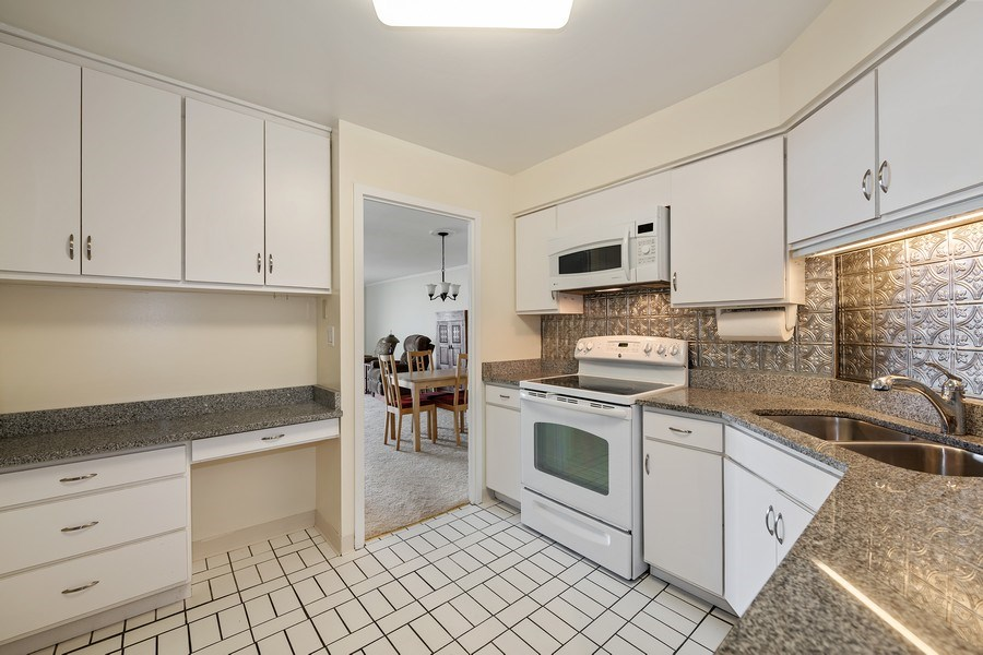 Real Estate Photography - 6033 N. Sheridan, #32D, Chicago, IL, 60660 - Kitchen