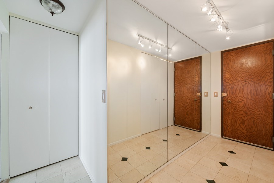 Real Estate Photography - 6033 N. Sheridan, #32D, Chicago, IL, 60660 - Foyer