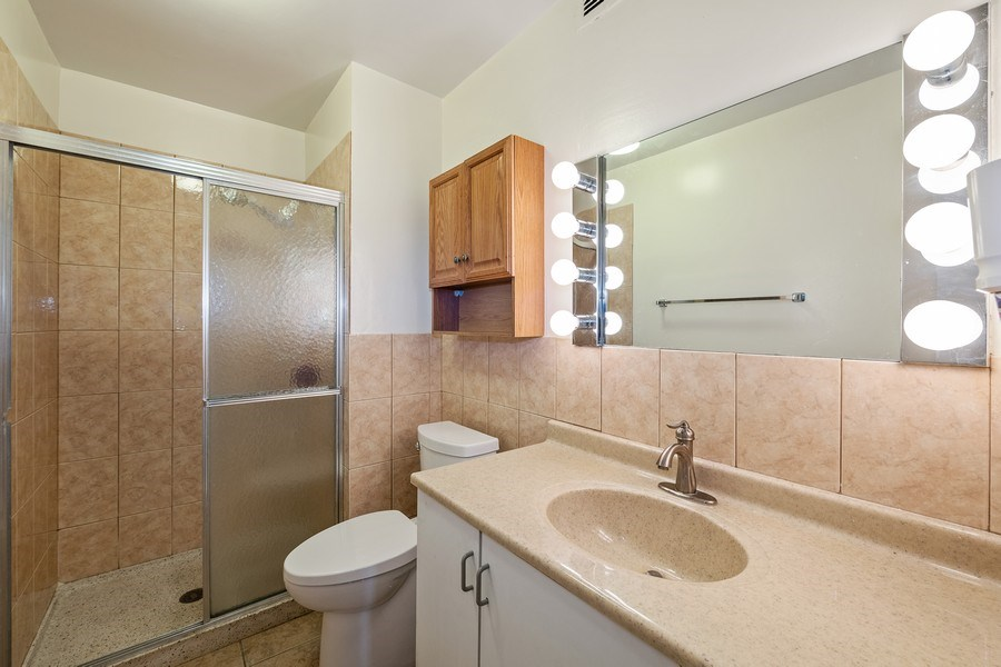 Real Estate Photography - 6033 N. Sheridan, #32D, Chicago, IL, 60660 - Second Bathroom