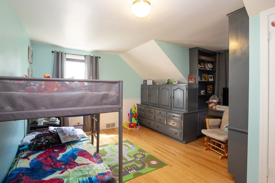 Real Estate Photography - 4n181 Hawthorne Ave, Bensenville, IL, 60106 - 2nd Bedroom
