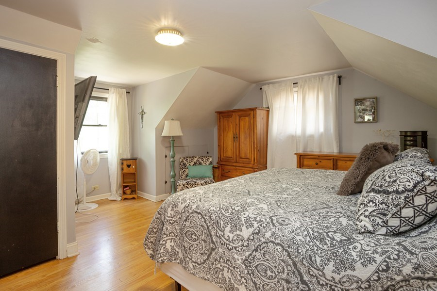 Real Estate Photography - 4n181 Hawthorne Ave, Bensenville, IL, 60106 - Master Bedroom