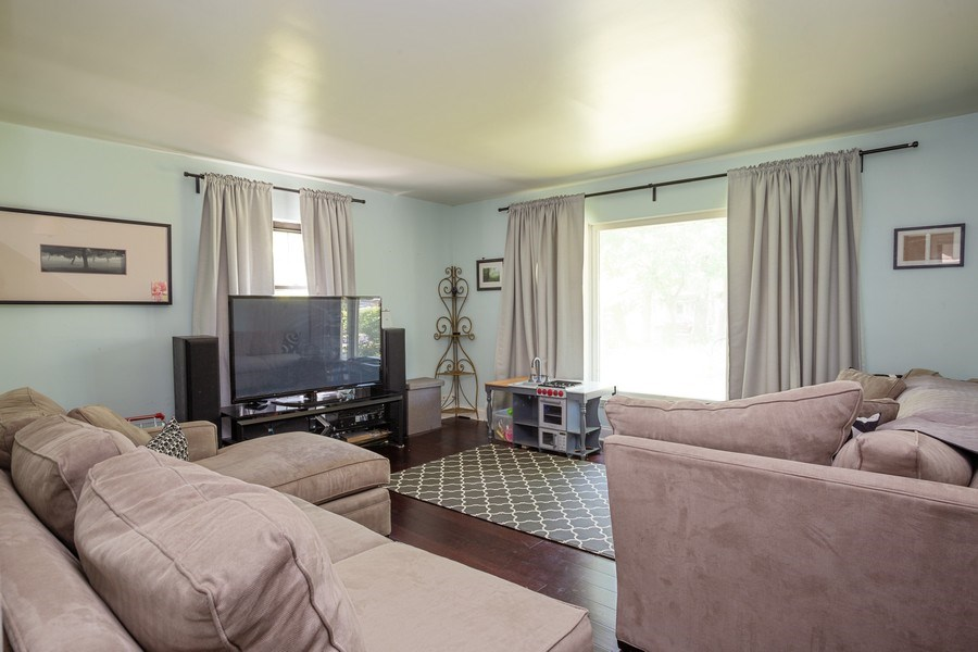 Real Estate Photography - 4n181 Hawthorne Ave, Bensenville, IL, 60106 - Family Room