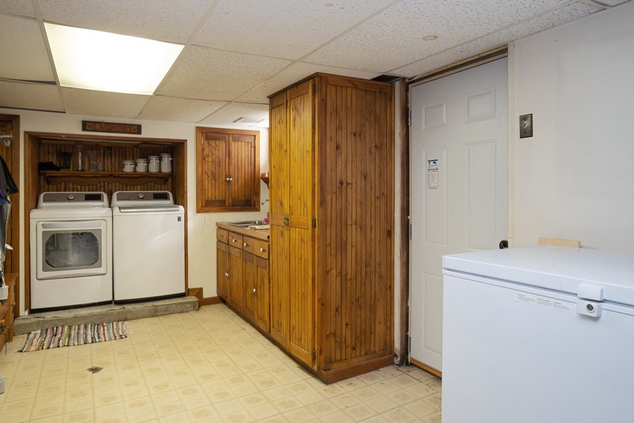 Real Estate Photography - 4n181 Hawthorne Ave, Bensenville, IL, 60106 - Laundry Room