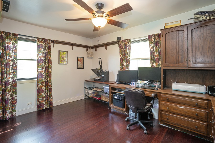 Real Estate Photography - 4n181 Hawthorne Ave, Bensenville, IL, 60106 - Office