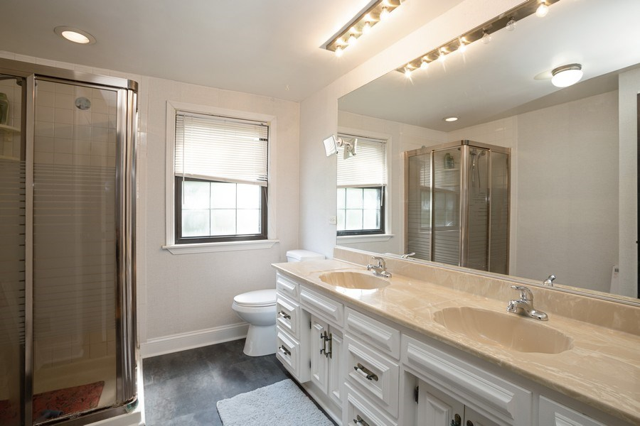 Real Estate Photography - 4n181 Hawthorne Ave, Bensenville, IL, 60106 - Bathroom