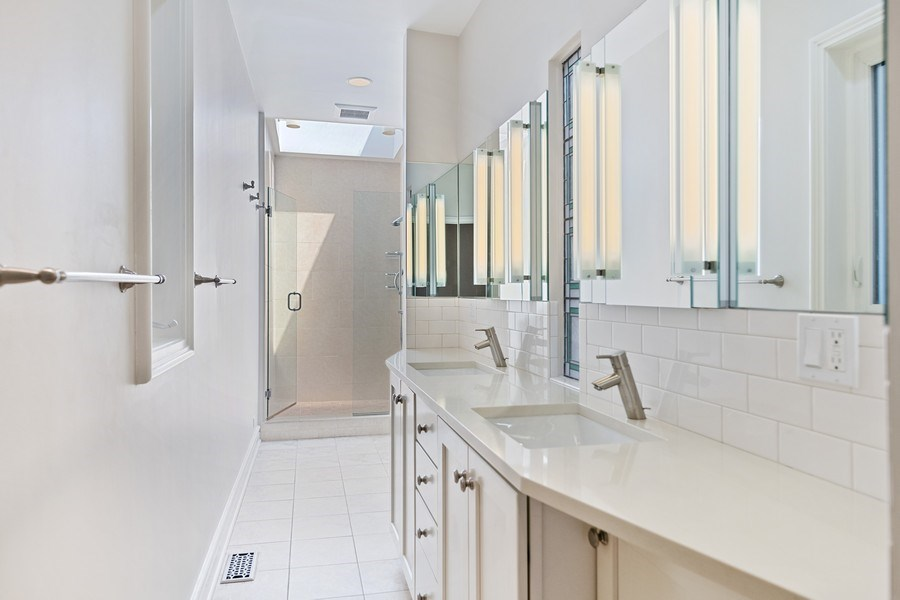 Real Estate Photography - 2237 N. Magnolia Ave., Chicago, IL, 60614 - Master Bathroom