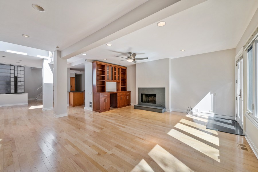 Real Estate Photography - 2237 N. Magnolia Ave., Chicago, IL, 60614 - Family Room