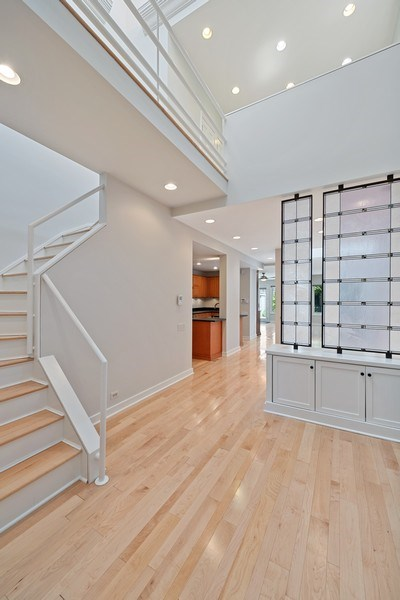 Real Estate Photography - 2237 N. Magnolia Ave., Chicago, IL, 60614 - Foyer