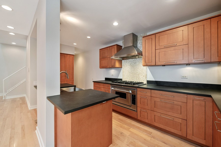 Real Estate Photography - 2237 N. Magnolia Ave., Chicago, IL, 60614 - Kitchen