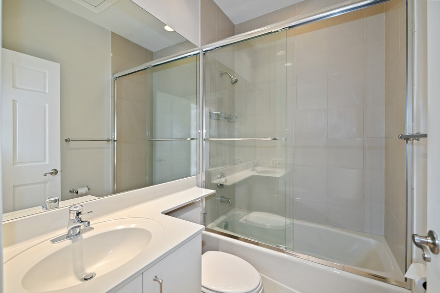 Real Estate Photography - 2237 N. Magnolia Ave., Chicago, IL, 60614 - 2nd Bathroom