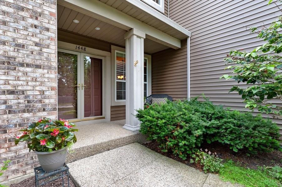Real Estate Photography - 1448 Somerset, Mundelein, IL, 60060 - Entryway