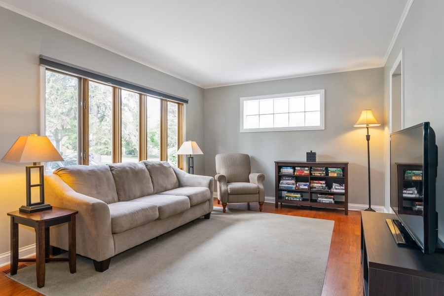 Real Estate Photography - 646 E Clarendon Ave, Arlington Heights, IL, 60004 - Living Room