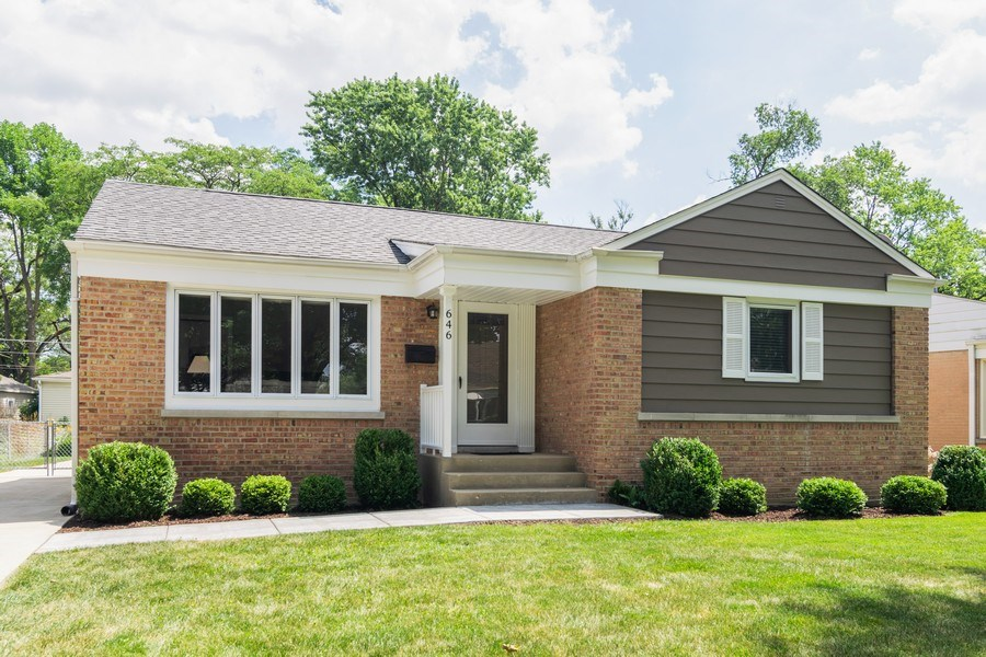 Real Estate Photography - 646 E Clarendon Ave, Arlington Heights, IL, 60004 - Front View