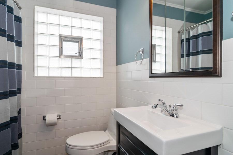 Real Estate Photography - 646 E Clarendon Ave, Arlington Heights, IL, 60004 - Bathroom
