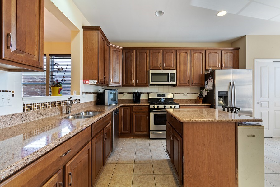 Real Estate Photography - 9252 Dunmore Dr, Orland Park, IL, 60462 - Kitchen