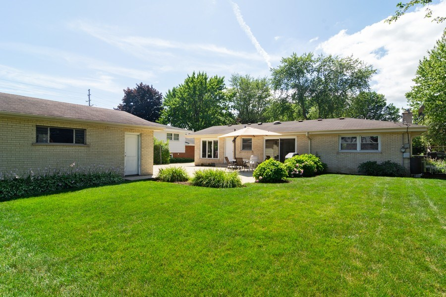 Real Estate Photography - 1911 N Burke, Arlington Heights, IL, 60005 - Rear View
