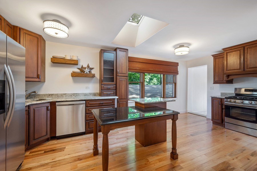 Real Estate Photography - 445 S Highland Ave, Arlington Heights, IL, 60005 - Kitchen