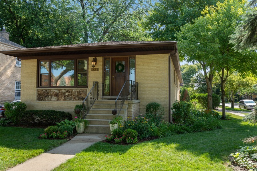 Real Estate Photography - 445 S Highland Ave, Arlington Heights, IL, 60005 - Front View