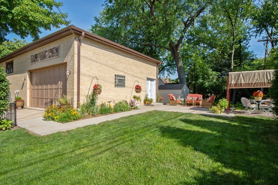 Real Estate Photography - 445 S Highland Ave, Arlington Heights, IL, 60005 - Rear View