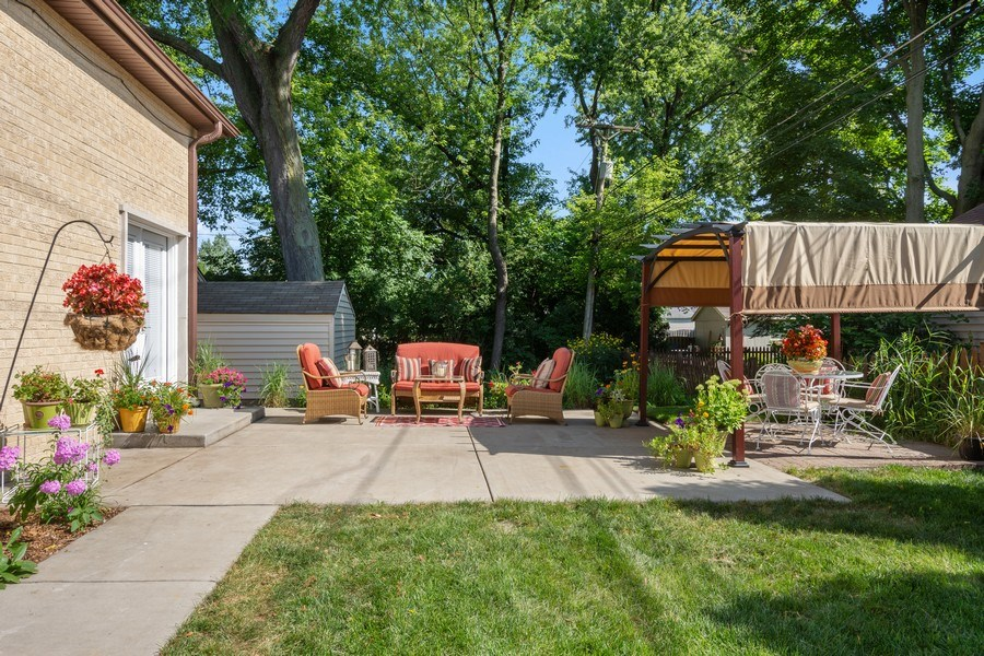 Real Estate Photography - 445 S Highland Ave, Arlington Heights, IL, 60005 - Patio