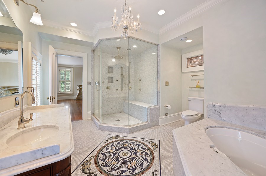 Real Estate Photography - 1225 Sheridan Rd, Evanston, IL, 60202 - 2nd Bed Bathroom