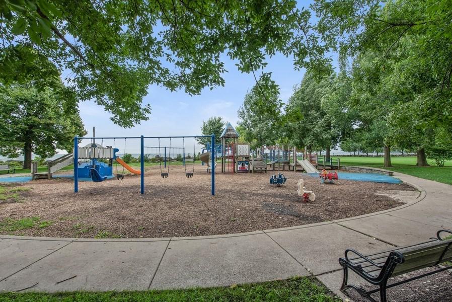 Real Estate Photography - 1225 Sheridan Rd, Evanston, IL, 60202 - Elliott Park