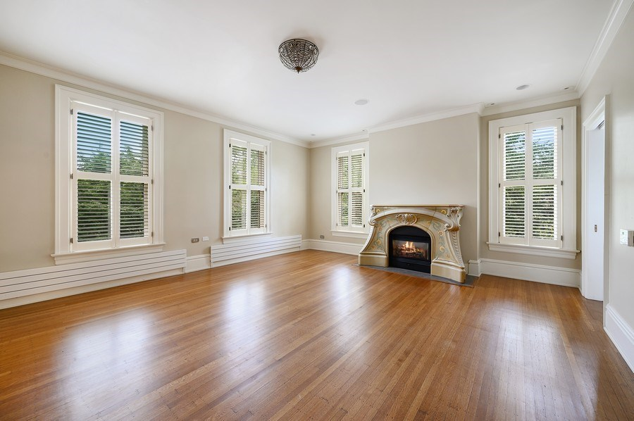 Real Estate Photography - 1225 Sheridan Rd, Evanston, IL, 60202 - Large 2nd Bedroom Ensuite