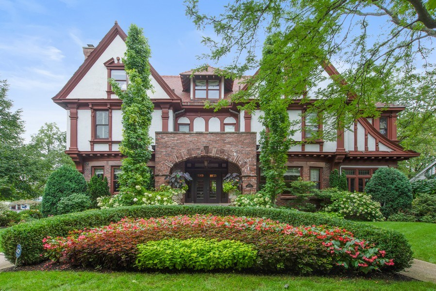 Real Estate Photography - 1225 Sheridan Rd, Evanston, IL, 60202 - Magnificently Landscaped Entry