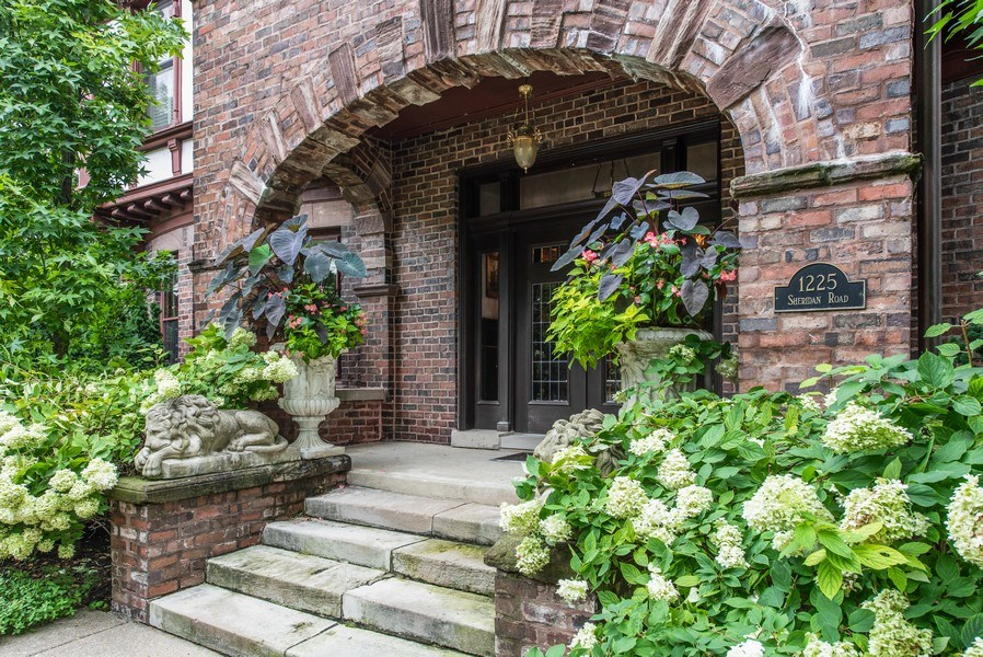 Real Estate Photography - 1225 Sheridan Rd, Evanston, IL, 60202 - Stately Entrance