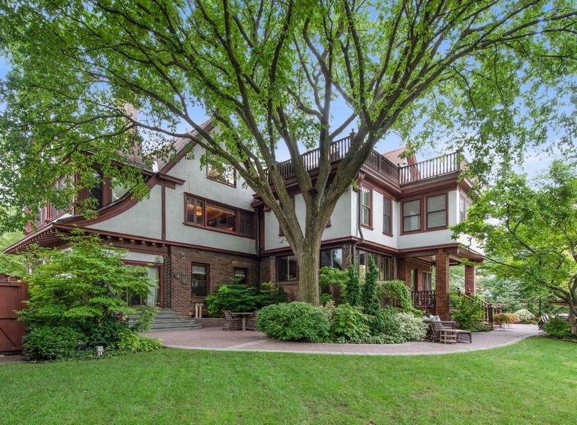 Real Estate Photography - 1225 Sheridan Rd, Evanston, IL, 60202 - Inviting Backyard