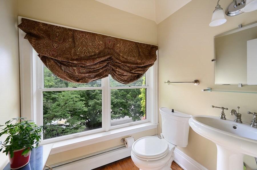 Real Estate Photography - 1225 Sheridan Rd, Evanston, IL, 60202 - 3rd Floor Bath